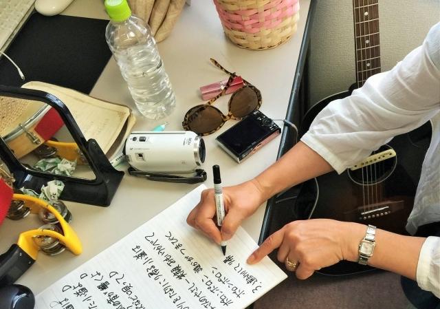 歌詞を書く人