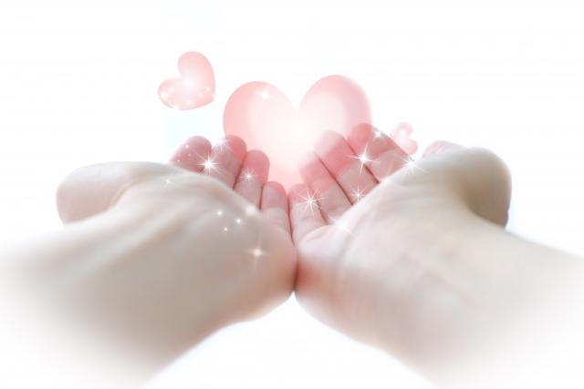 手とハート